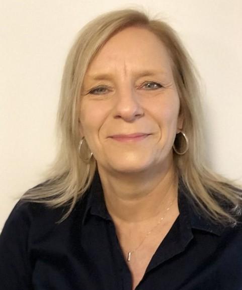Anja Baumann, alltours Reisecenter im HIT-Markt